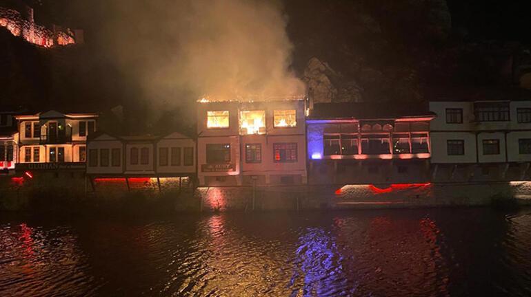 Son dakika: Amasyada tarihi evlerin bulunduğu alanda yangın