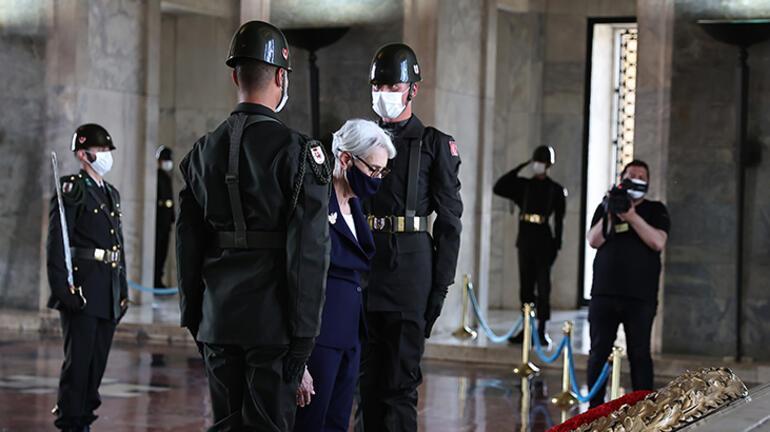 ABDli Bakan Yardımcısı Sherman, Anıtkabiri ziyaret etti