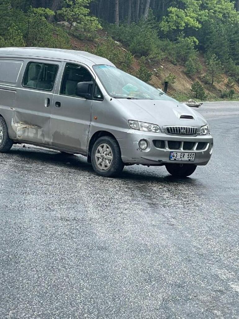 TIR'ın çarptığı minibüsün sürücüsü öldü, eşi yaralandı 1 – 60b4d9b6adcdeb24e422cd5c