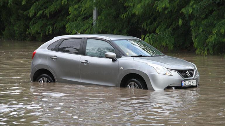 Son dakika...  Meteorolojiden 6 il için uyarı Yollar göle döndü, araçlar sürüklendi
