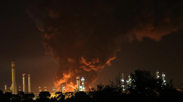 Son dakika: İranda petrol rafinerisinde yangın Dumanlar gökyüzünü kapladı