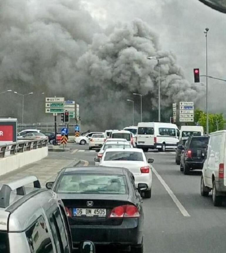 Son dakika... Ankara'da iş merkezinde yangın Dumanlar etrafı sardı