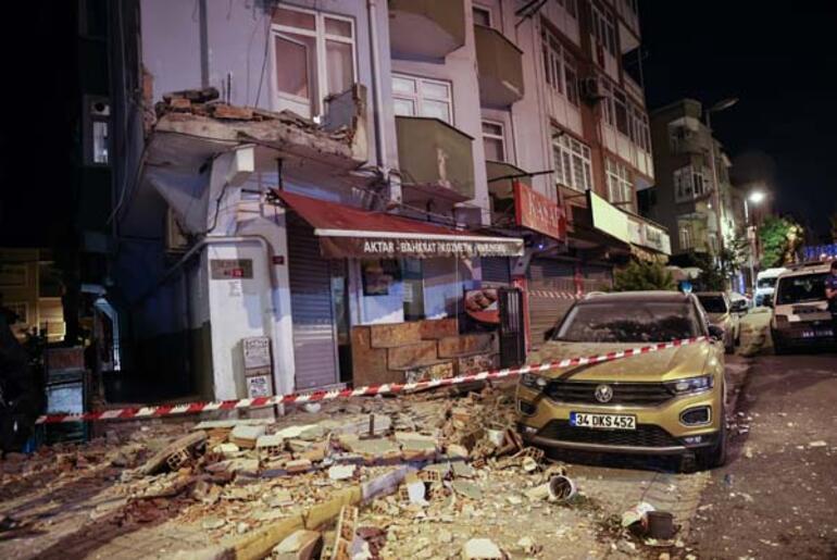 Son dakika: Avcılarda 42 yıllık binanın iki balkonu çöktü