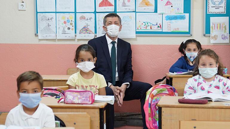 Bakan Selçuktan öğretmenlere: Büyük fedakarlık gösterdiler