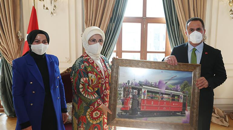 Emine Erdoğan, Beyoğlu'nda atıktan dönüştürülen ürünlerin yer aldığı serginin açılışını yaptı 2 – 60bc921555427f35d06209ea