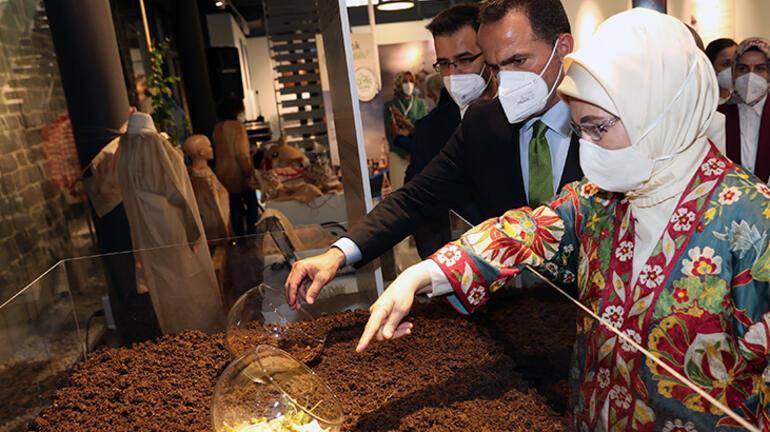 Emine Erdoğan, Beyoğlunda atıktan dönüştürülen ürünlerin yer aldığı serginin açılışını yaptı