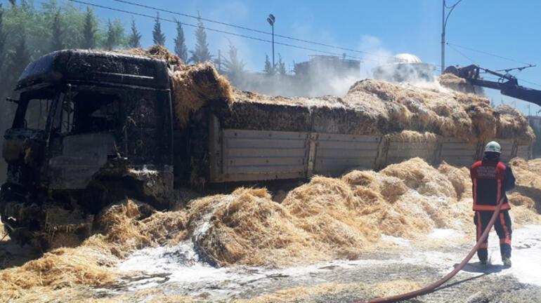 Saman yüklü kamyon seyir halindeyken alev aldı