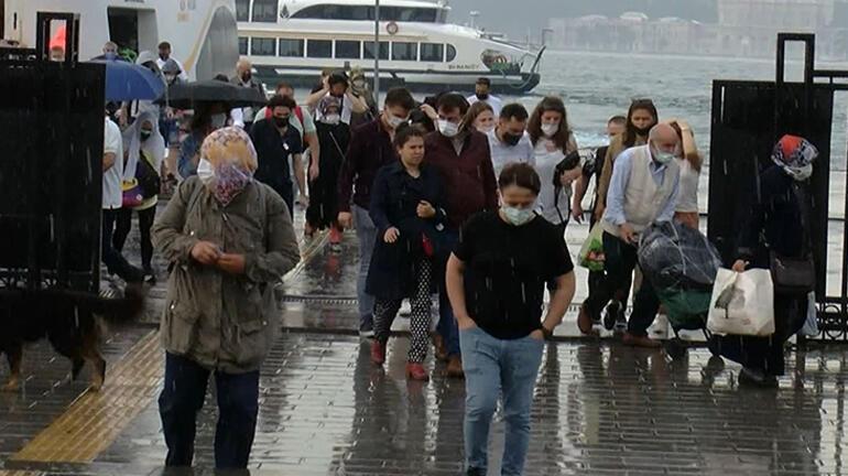 Üsküdar'da vatandaşlar yağmura hazırlıksız yakalandı 2 – 60be2089adcdeb18b8036cbd