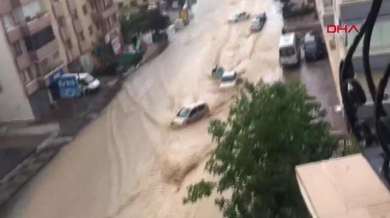 Son dakika... Ankara'da sağanak sele döndü Araçlar böyle sürüklendi