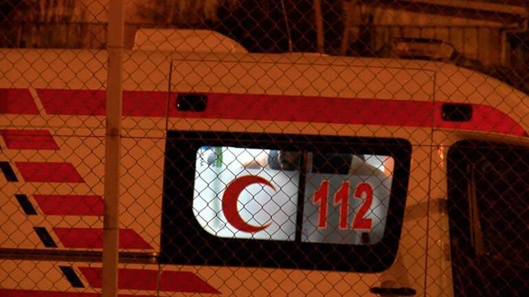 60c2cd9e55427f175414412e - Son dakika: Metrobüs durağında hareketli dakikalar! İçeri kilitledi