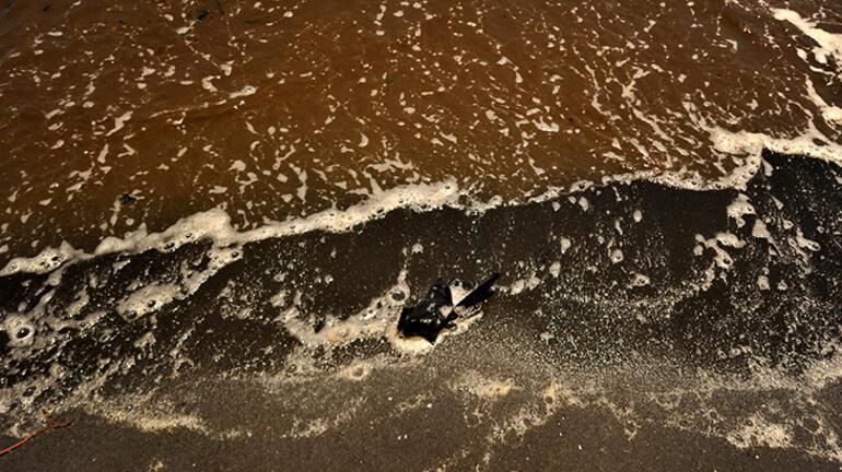 Marmara Denizinde bir şok daha Şimdi de siyaha büründü