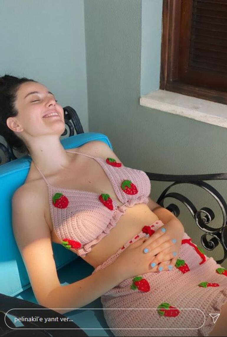 Pelin Akil, çilekli bikinisiyle güneşlendi