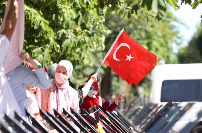 Cumhurbaşkanı Erdoğan'a Türk bayraklarıyla coşkulu karşılama