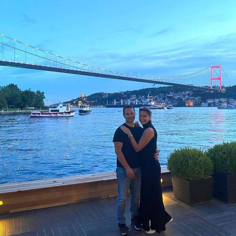 Pınar Altuğ'dan romantik kare