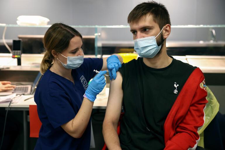 İngiltere üçüncü doz Covid aşısı planını hazırlıyor