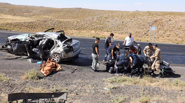 Diyarbakırda tuğla yüklü kamyon ile otomobil çarpıştı: 2 ölü, 3 yaralı