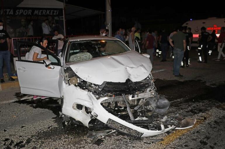 Muğlada iki otomobil çarpıştı: Yaralılar var