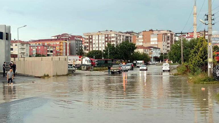 Sağanak, Kırklareli'nin Pınarhisar, Vize ilçelerinde de etkili oldu. Edirne'de ise rüzgarın ardından hafif yağmur yağışı başladı.