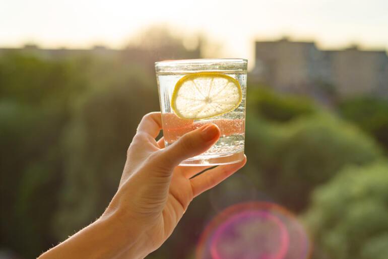 Limonlu Suyun Faydaları Nelerdir Limonlu Su içmek Ne İşe Yarar, Zayıflatır Mı