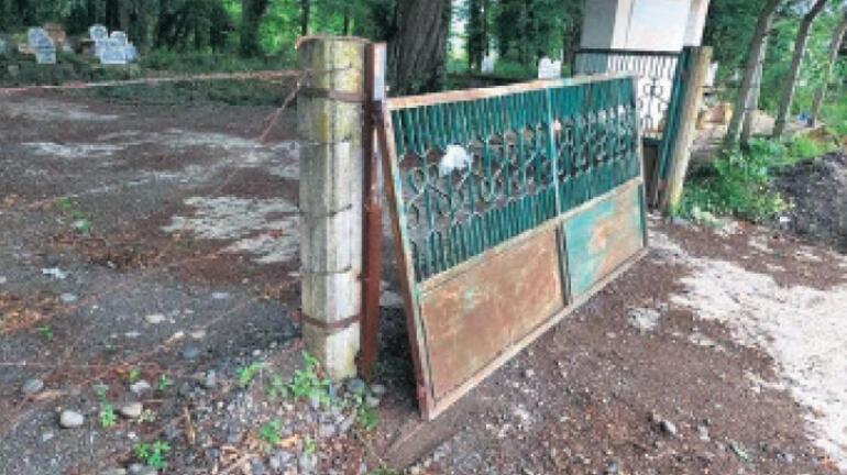 'Beton bloklar kaldırılsın'