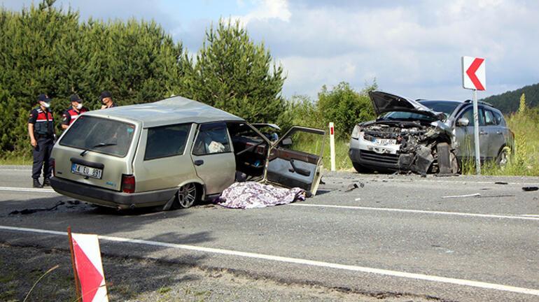 Feci kaza: Kafa kafaya çarpıştılar Görenler koştu ama...
