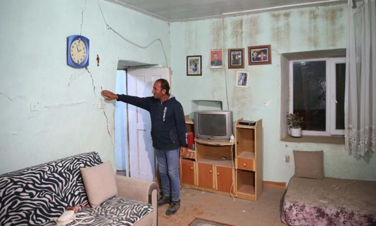Bingöl depremini yaşayanlar anlattı: Evlerimize giremiyoruz