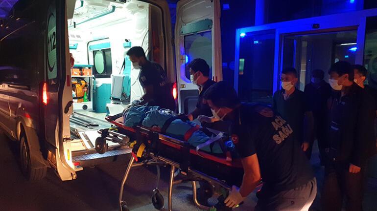 Otomobil elektrik direğine çarptı: 4 yaralı var