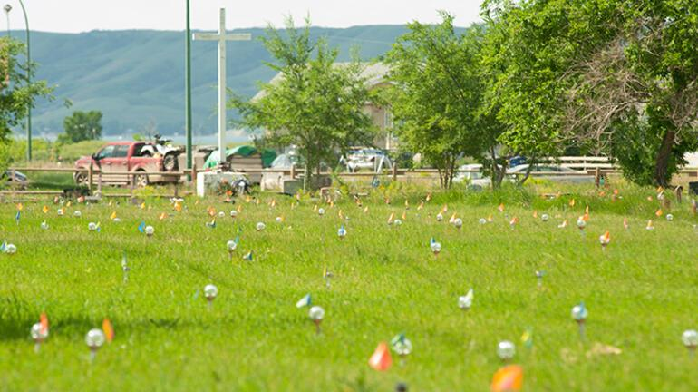 Kanadada 751 çocuk mezarı bulunmuştu Sincaplar eşeleyip çıkarmış