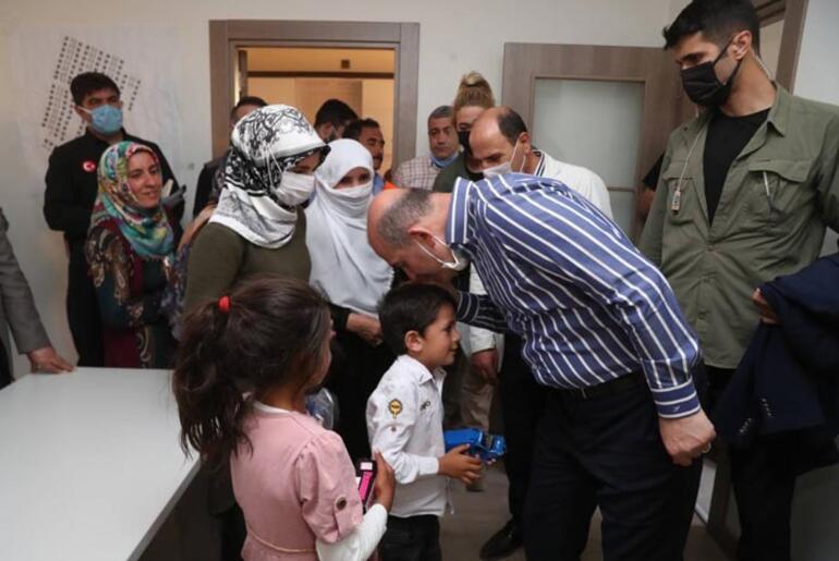 Bakan Soylu, Başkalede depremzedelerle bir araya geldi