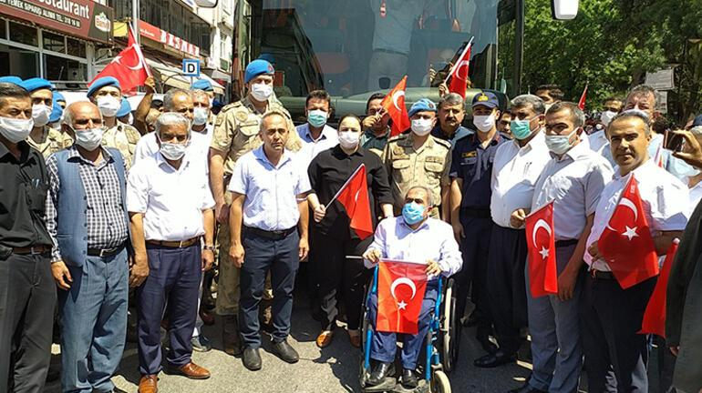 Suriyeden dönen Özel Harekatçılar, mehteran takımıyla karşılandı