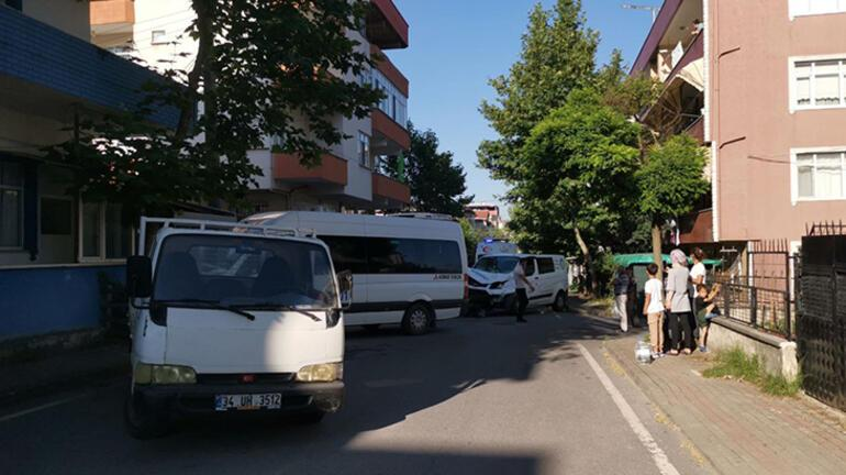 Kocaelide panelvan ile servis minibüsü çarpıştı: 10 yaralı