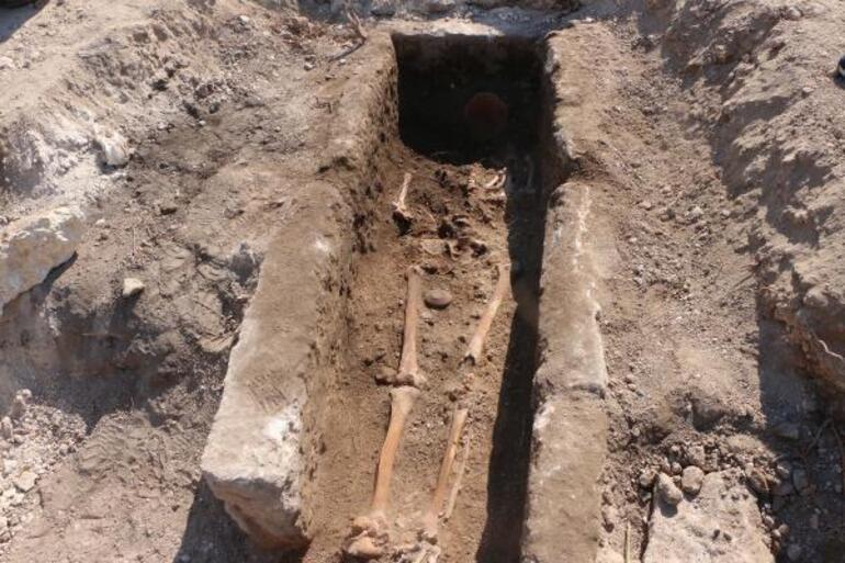 Perre Antik Kentinde bin yıllık iskelet bulundu