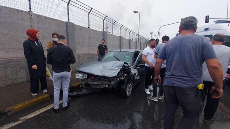 Freni boşalan otomobil, araçlara çarptı Yaralılar var