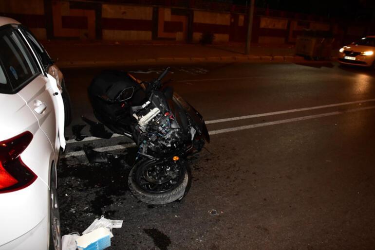 İzmirde motosiklet otomobile çarptı 1i polis 2 yaralı