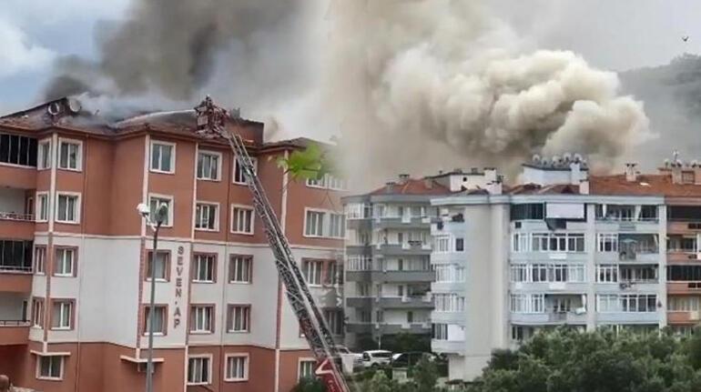 Bursa'da yangın paniği 5 katlı binanın çatısı alev alev yandı