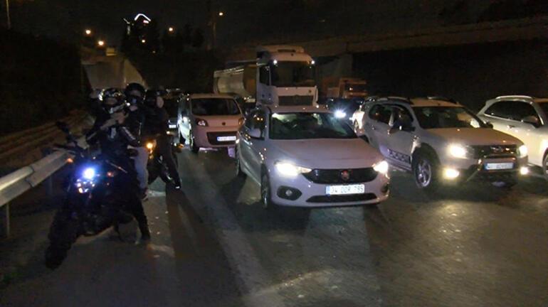 Yüksek gerilim hattı kablosu yola düştü TEMde trafik durdu