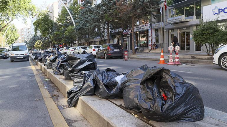 Çankayada toplu iş sözleşmesini protesto eden işçiler çöpleri toplamadı