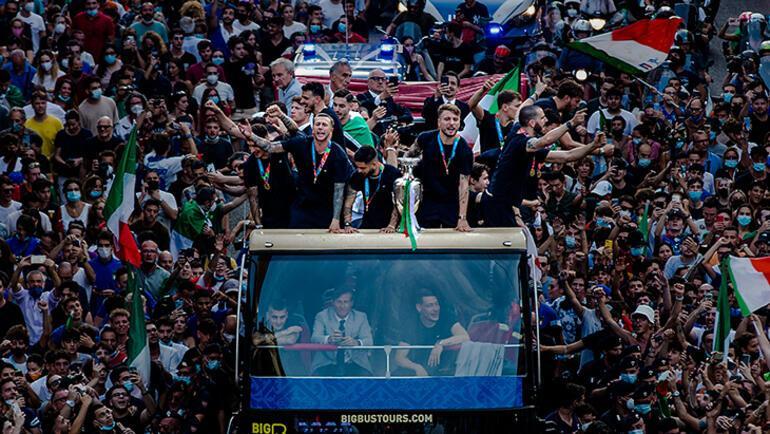 Son dakika - Avrupa şampiyonu İtalya Milli Takımı, Romada şampiyonluk turu  attı