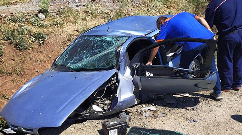 Bitliste takla atan otomobildeki baba ve 3 çocuğu yaralandı