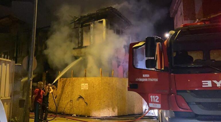 Bursada iki katlı metruk binada yangın