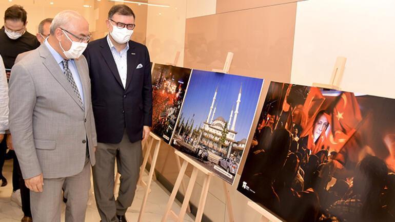 İzmirde 15 Temmuz konulu fotoğraf sergisi açıldı