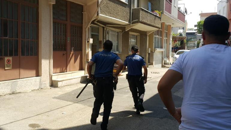 Zorla eve girmeye çalıştı, polislere demir çubuk fırlattı Annesi kriz geçirdi