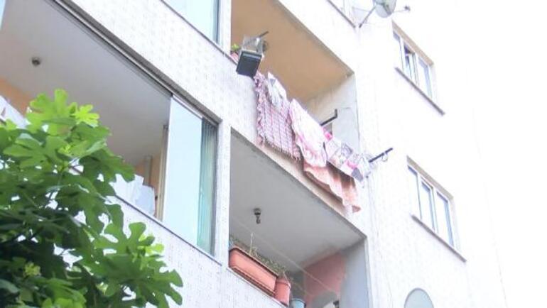 İstanbulda korkunç olay Çocuğunu tavana asıp dövdü...