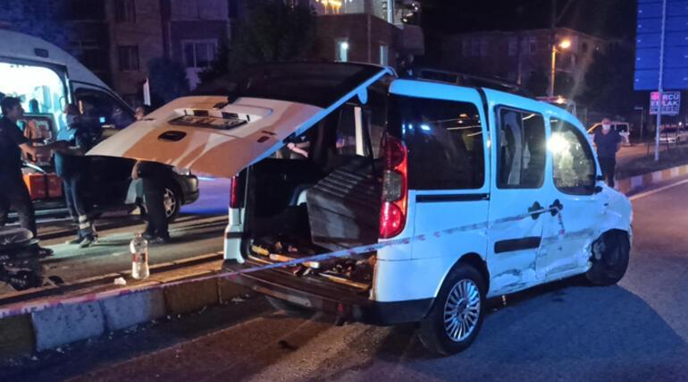 Otomobille hafif ticari araç çarpıştı 4ü çocuk 10 yaralı