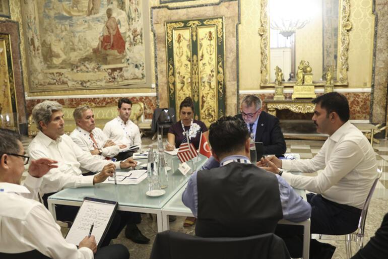Bakan Kurum ile John Kerry bir araya geldi