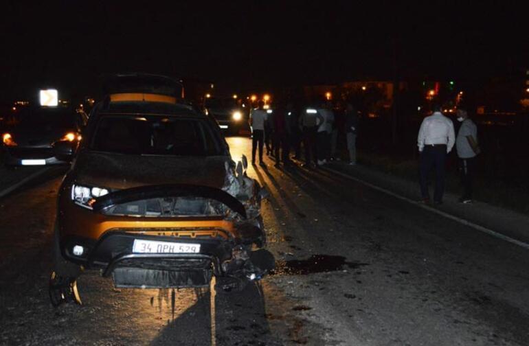 Hafif ticari araç otomobille çarpıştı: Yaralılar var