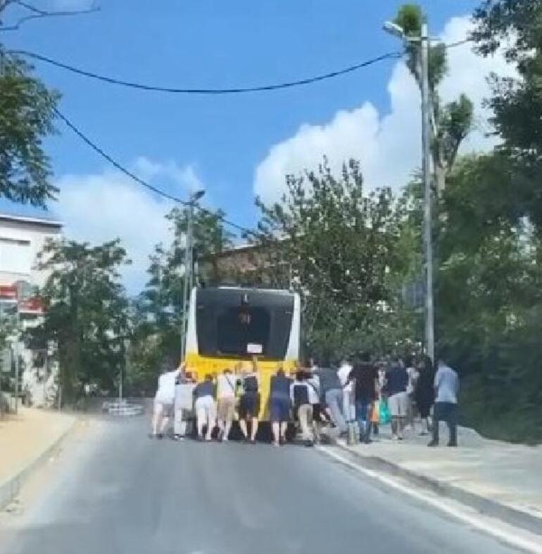 Sarıyerde arıza yapan İETT otobüsünü yolcular itti