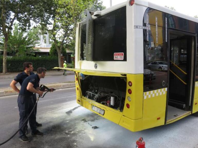 İstanbulda özel halk otobüsünde çıkan yangın panik yarattı