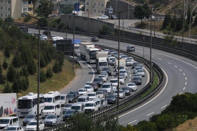 Tatilciler dönüş yolunda TEMde trafik durma noktasına geldi