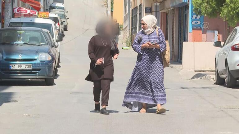 İzmirde yaşayan genç kıza, minibüs şoförü ve eşinden darp iddiası